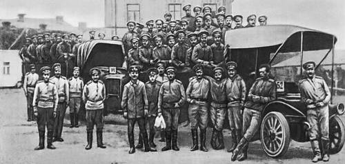 Солдаты авиапарка — участники Киевского вооруженного восстания.
