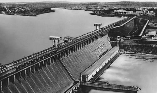 Плотина Братской ГЭС им. 50-летия Октября.