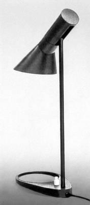 Декоративно-прикладное искусство. А. Якобсен. Настольная лампа. Железо. 20 в.