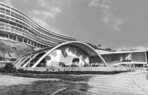 Бразилия. А. Э. Рейди. Ансамбль зданий на холме Педрегулью Рио-де-Жанейро. 1950—52.