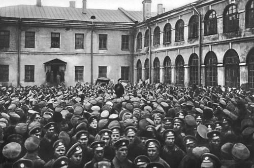 Митинг в гренадерских казармах. Петроград. Октябрь 1917.