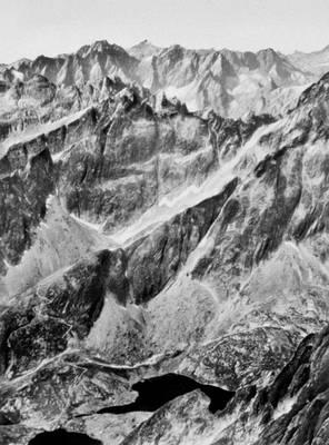 Карпаты. Высокие Татры. На переднем плане — высокогорные озера.