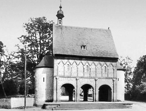 Надвратная капелла монастыря в Лорше (Германия). Около 774.