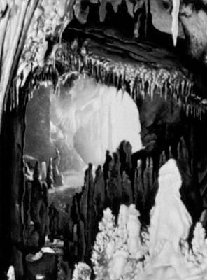 Карпаты. Карстовая пещера в Западных Румынских горах.