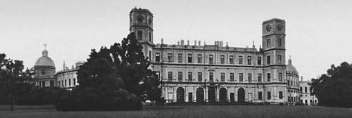 Гатчина. Общий вид дворца. 1766—81, архитектор А. Ринальди; 1793—97, архитектор В. Ф. Бренна; 1845—51, архитектор Р. И. Кузьмин.