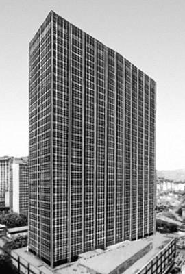 Рио-де-Жанейро. Деловое здание. 1961. Архитектор Э. Э. Миндлин.