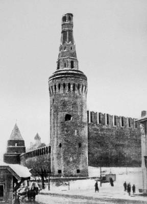 Октябрьские дни в Москве. Беклемишевская башня Кремля со сбитой верхушкой.