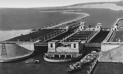 Куйбышевское водохранилище на участке судоходного шлюза.