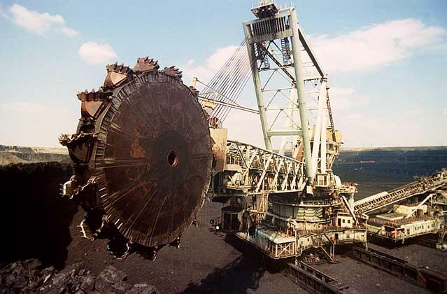 Для дальнейших работ по извлечению угля из массива, вслед за процессом удаления вскрыши, используются один из видов...