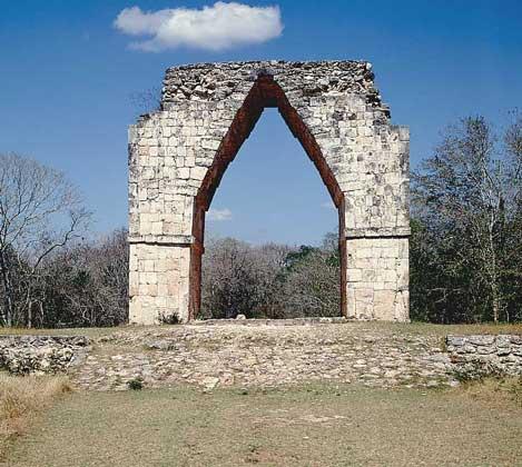 КОНИЧЕСКАЯ АРКА - характерная деталь майяской архитектуры.