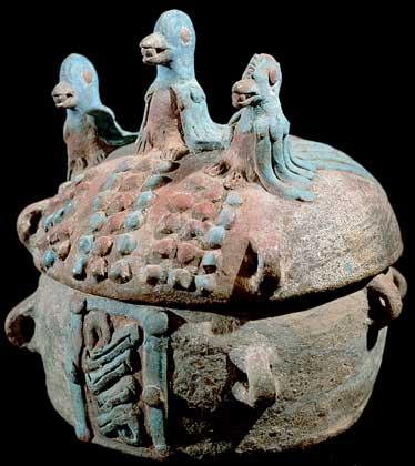 КЕРАМИЧЕСКАЯ УРНА - образец гончарного искусства майя.