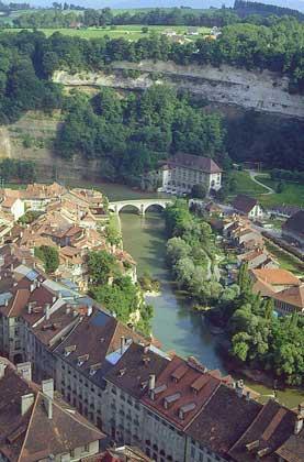 ФРИБУР на р.Сарин, главный город кантона Фрибур.