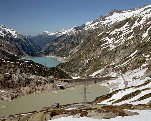 ВОДОХРАНИЛИЩА в районе перевала Гримзель (Швейцарские Альпы)