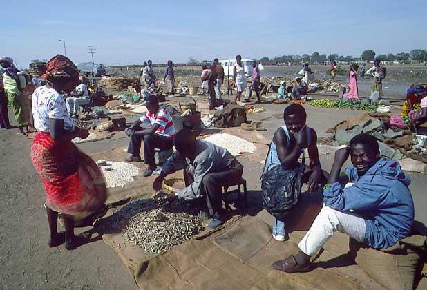 УЛИЧНЫЙ РЫНОК в Лусаке, Замбия.