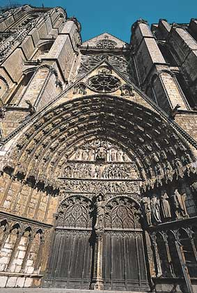 Буржский собор фасад