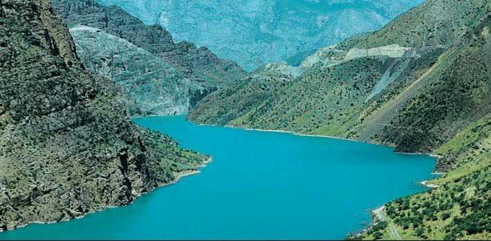Курпсайское водохранилище на реке Нарын. Западный Тянь-Шань