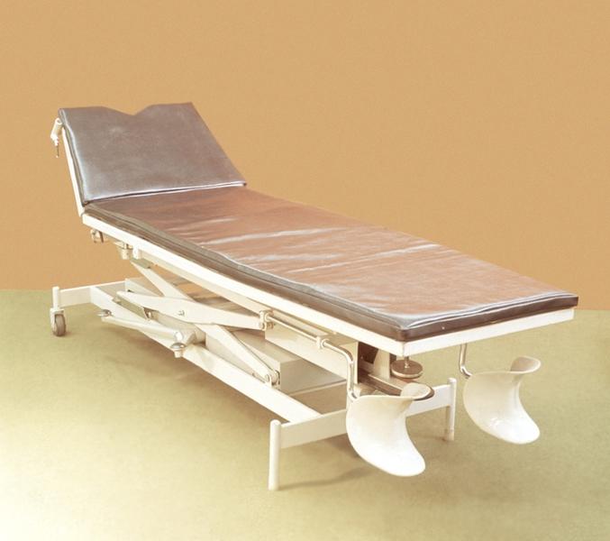 Рис. 2. Стол перевязочный с педальным гидроприводом
