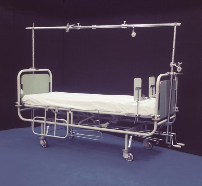 Рис. 8. Кровать для травматологических больных