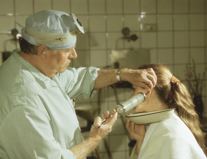 Как сделать промывание ушей