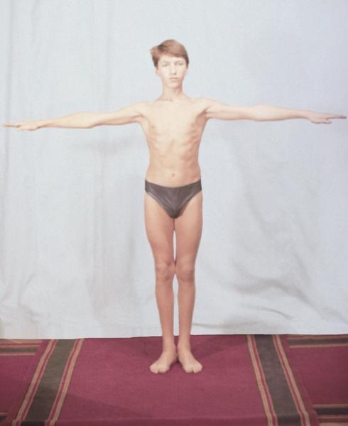 Рис. 6б). Физические упражнения, направленные на профилактику нарушений осанки: разведение прямых рук в стороны