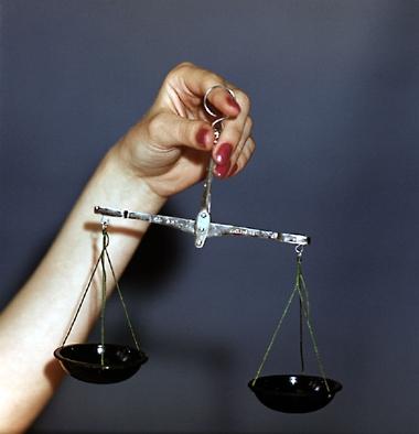 Весы измерительное устройство для определения массы тела по действующей на него силе тяжести путем сравнения ее с...