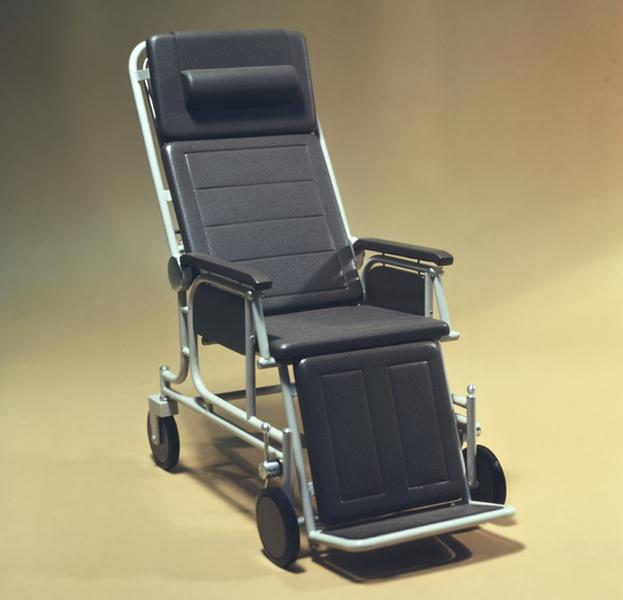 Рис. 3. Кресло-каталка для взрослых