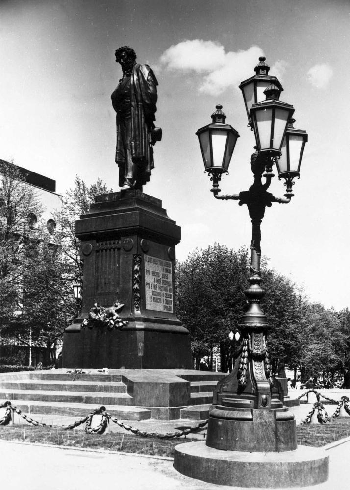 Памятник а с пушкину в москве бронза