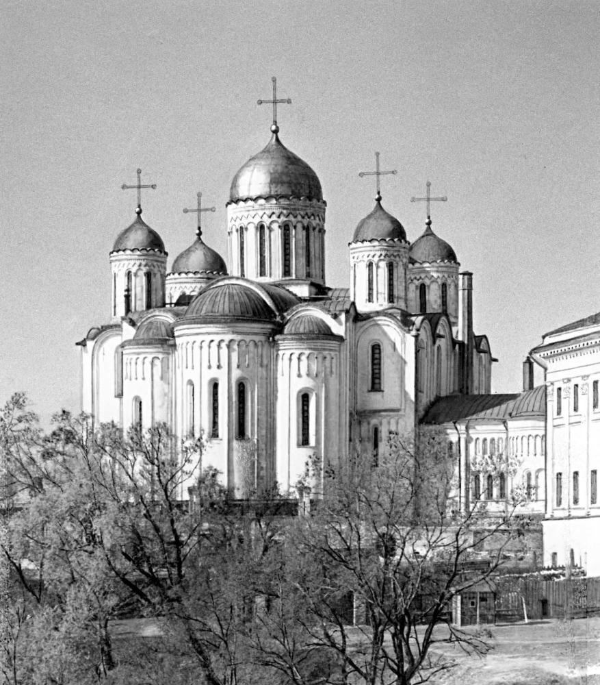 Успенский собор во Владимире. 1158 - 1160, перестроен в 1185 - 1189. Вид с востока.