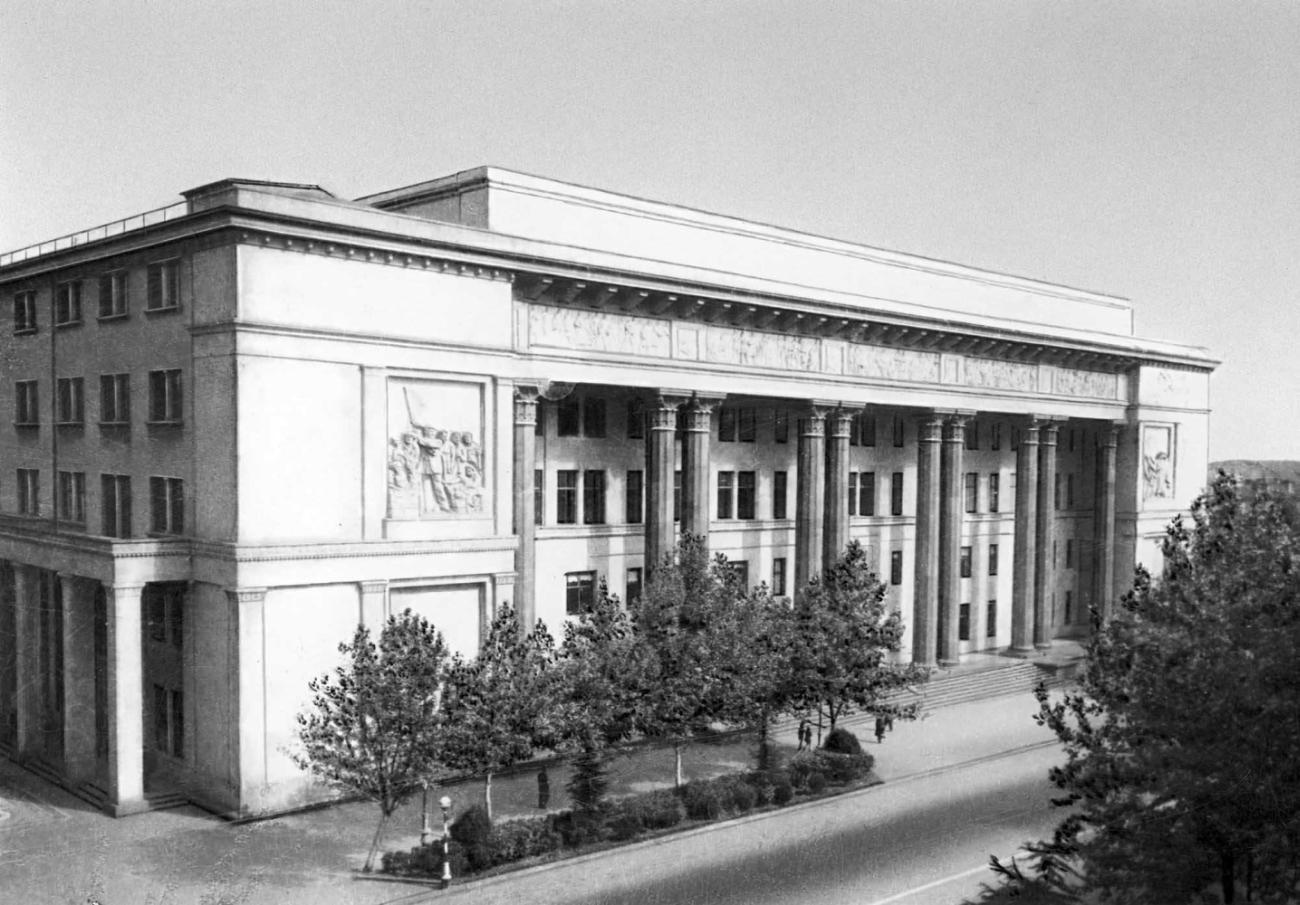 Здание филиала Института марксизма- ленинизма при ЦК КПСС в Тбилиси. 1938.