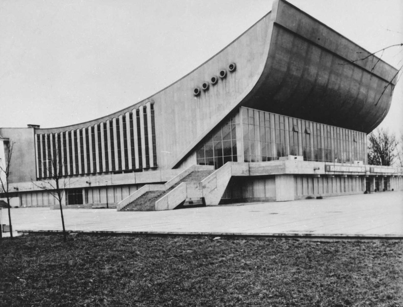 Э. Хломаускас, Э. Ляндзбергис, Й. Крюкялис и др. Дворец спорта в Вильнюсе. 1971.