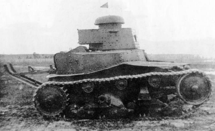 ...с двумя стволами, а с 1929 года - системы Дегтярева (ДТ) составляли артиллерийско-стрелковое вооружение машины.