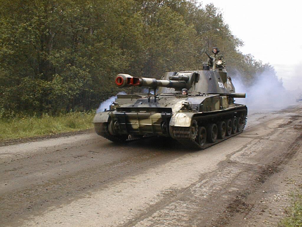 Снайпер 93-й мехбригады Александр Мамалуй показал захваченный у террористов танк Т-64А - Цензор.НЕТ 2894
