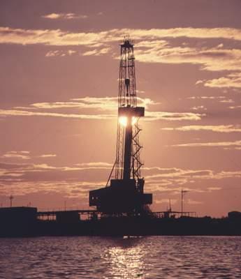 Самотлорское нефтяное месторождение близ города Нижневартовск.