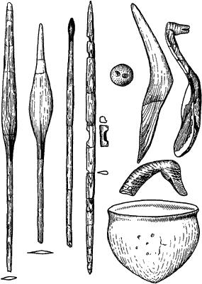 Сарнате. Деревянные предметы и керамический сосуд.