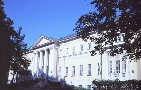 Главное здание Четвёртой городской клинической больницы.