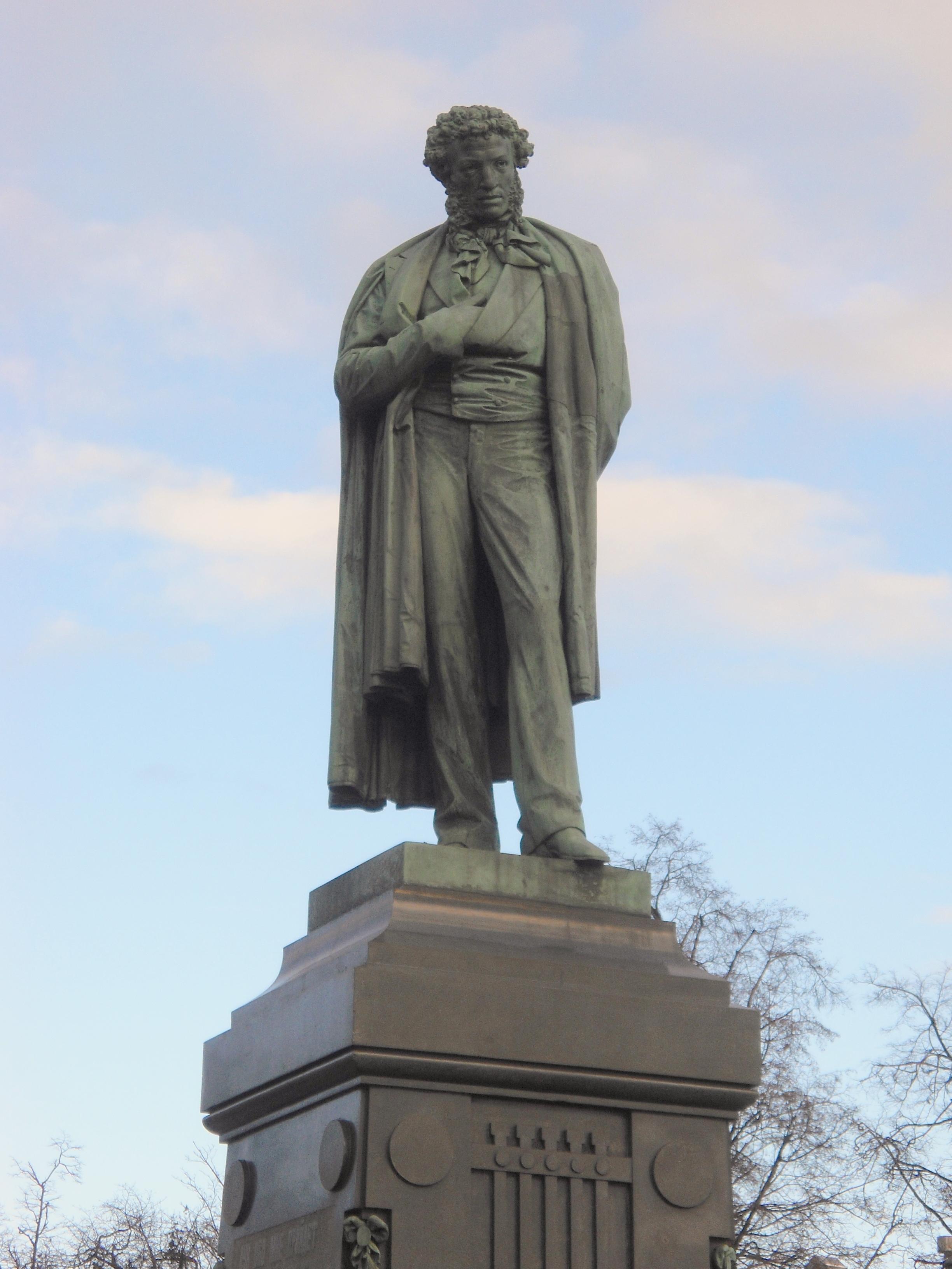 Памятник пушкину на пушкинской