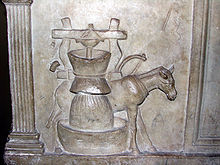 Urn holder of Publius Nonius Zethus 01 - Vatican museum.jpg