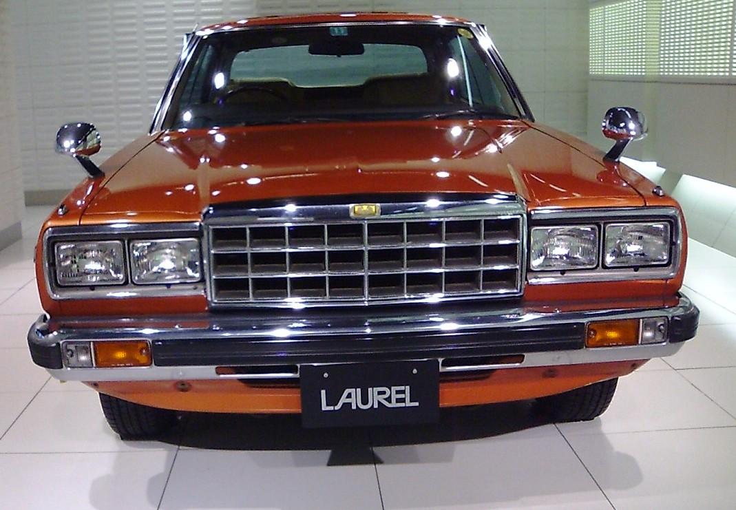 Автомобиль Nissan Laurel Нисса…