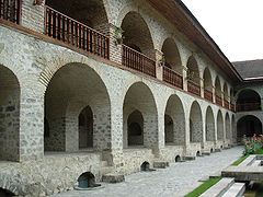 http://dic.academic.ru/pictures/wiki/files/50/240px-sheki_karvansaray_az.jpg