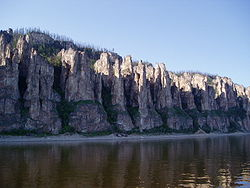 Фотография «Ленских столбов» летом 2003 года.