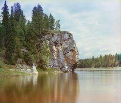 Максимовский камень на реке Чусовой