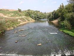 Река Пахра в Подольске после городской плотины