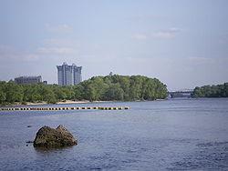 Днепр в Киеве. Вид от Гидропарка вниз по течению на ж/д мост