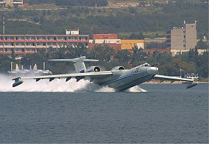 Beriev A-40 Gelendzhik 2Sept2004.jpg