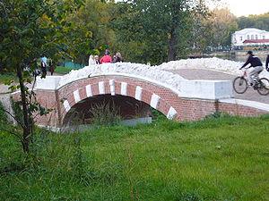 Bridge in Kuzminki.JPG