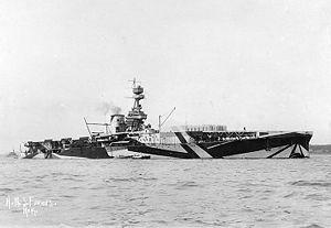 Линейный крейсер HMS Furious в камуфляжной раскраске