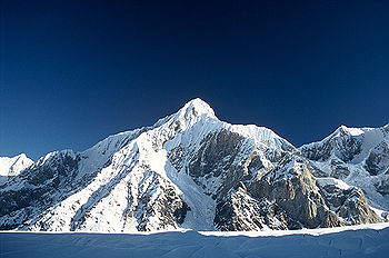http://dic.academic.ru/pictures/wiki/files/51/350px-gorkiy_peak_from_south_inylchek_glacier.jpg