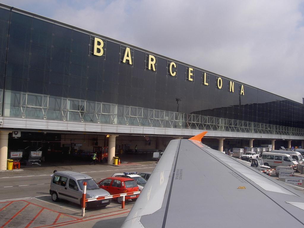 Картинки по запросу аэропорт барселоны