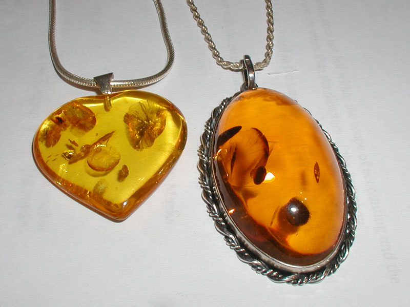 http://dic.academic.ru/pictures/wiki/files/65/Amber.pendants.800pix.050203.jpg
