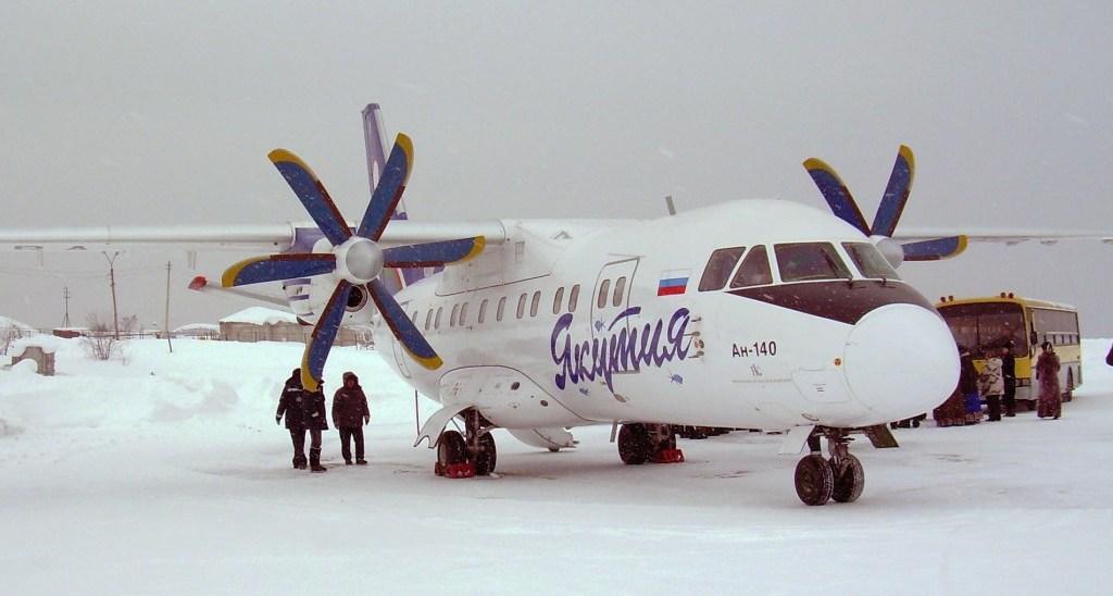 Ан-140 в аэропорту «Усть-Кут»